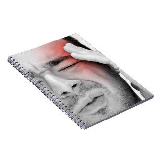 Atención sanitaria dolorosa del hombre del dolor d libreta
