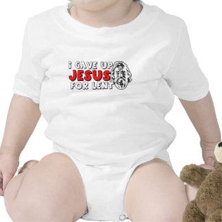 Ateo prestado trajes de bebé