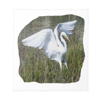 Aterrizaje blanco del Egret en pantano Bloc De Notas