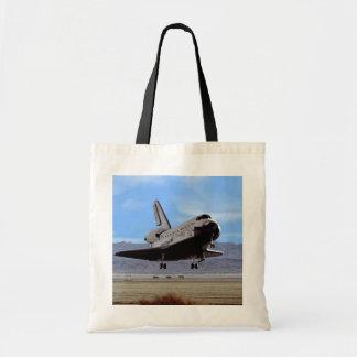 Aterrizaje de la Atlántida de la lanzadera en Edwa Bolsa