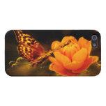 Aterrizaje de la mariposa en la flor iPhone 5 carcasas