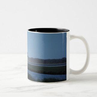 Aterrizaje del descubrimiento del transbordador es taza de café