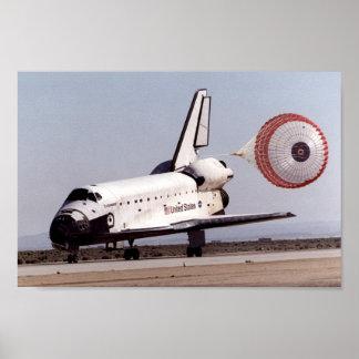 Aterrizaje del esfuerzo del transbordador espacial poster