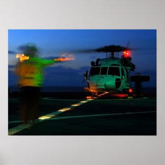 Aterrizaje del helicóptero de MH-60 Seahawk en el Impresiones