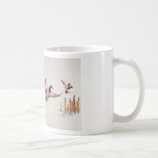 Aterrizaje del pato silvestre taza básica blanca