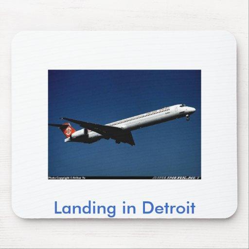 Aterrizaje en Detroit Alfombrillas De Ratón