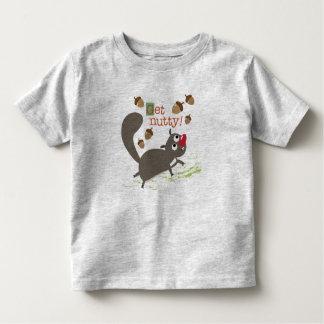 Atesore con la camiseta del niño de las bellotas remera
