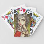 Athena y su compañero real barajas de cartas