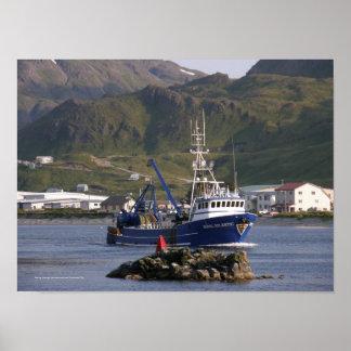 Atlántico real, pescando el barco rastreador en pu posters