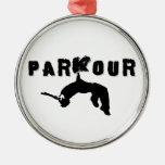 Atleta de Parkour Adorno Redondo Plateado