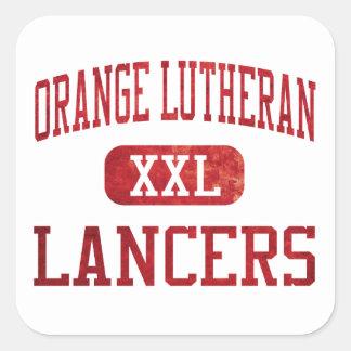 Atletismo anaranjado de los lanceros del Lutheran Pegatina Cuadrada