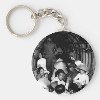 Atontado por el salvajismo de un ataque o de Viet Llavero Redondo Tipo Pin
