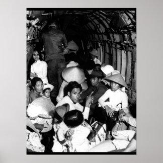 Atontado por el salvajismo de un ataque o de Viet Póster