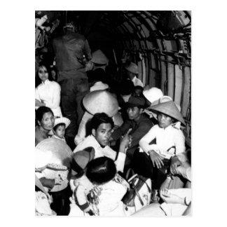 Atontado por el salvajismo de un ataque o de Viet Tarjeta Postal