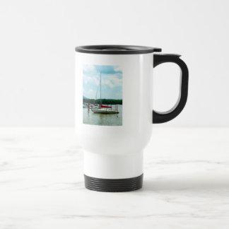 Atracado en el río Hudson Tazas De Café