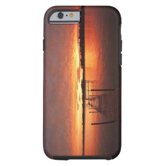Atraque en la puesta del sol en el lago funda para iPhone 6 tough