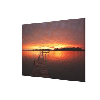 Atraque en la puesta del sol en el lago Minnetonka Impresiones En Lona