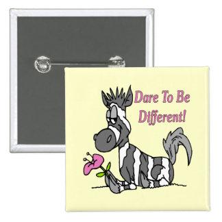 ¡Atrevimiento a ser diferente! Pin Cuadrado
