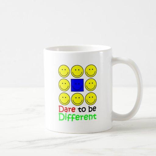 Atrevimiento de la camiseta de la conciencia a ser tazas de café