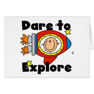 Atrevimiento del astronauta para explorar las cami tarjeta de felicitación