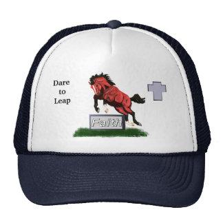 Atrevimiento para saltar el gorra del caballo de l