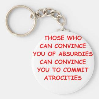 atrocidades llaveros