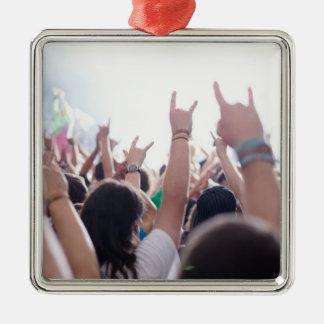 Audiencia del concierto de rock adorno cuadrado plateado