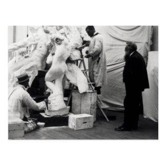 Auguste Rodin en su estudio de París Postal