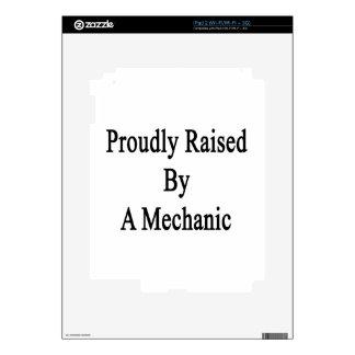 Aumentado orgulloso por un mecánico skin para el iPad 2