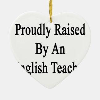 Aumentado orgulloso por un profesor de inglés adorno navideño de cerámica en forma de corazón