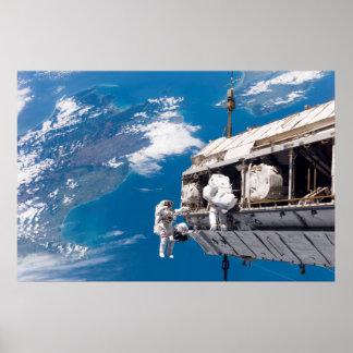 Aumento de la estación espacial internacional póster