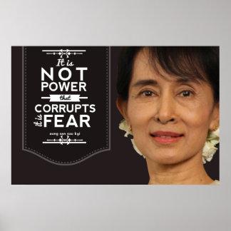 Aung San Suu Kyi no es el poder que corrompe Póster
