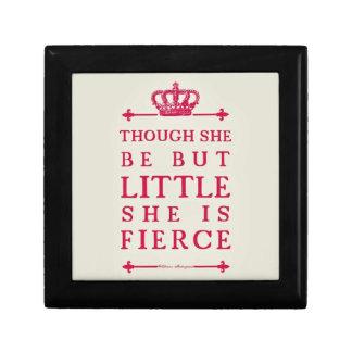 Aunque ella sea pero poco ella es feroz joyero cuadrado pequeño