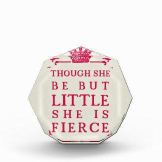 Aunque ella sea pero poco ella es feroz