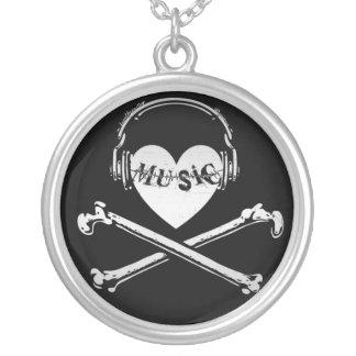 Auriculares cráneo y bandera pirata de la música d joyeria personalizada