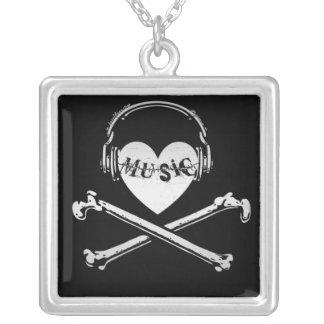 Auriculares cráneo y bandera pirata de la música d collares personalizados