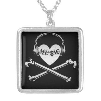 Auriculares cráneo y bandera pirata de la música d colgante personalizado