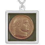 Aurífero de Diocletian que lleva una guirnalda del Colgante