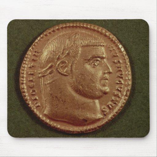 Aurífero de Diocletian que lleva una guirnalda del Tapetes De Raton