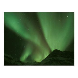 Aurora boreal, borealis de la aurora en las colina tarjetas postales
