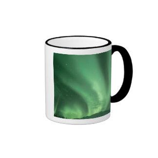 Aurora boreal, borealis de la aurora, sobre las co taza