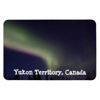 Aurora boreal con una raya de la púrpura; El Yukón Imanes
