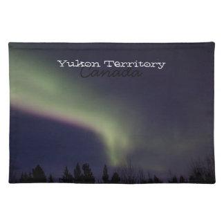 Aurora boreal con una raya de la púrpura; El Yukón Manteles Individuales