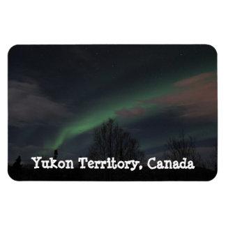 Aurora boreal en bosque boreal; Recuerdo del Yukón Rectangle Magnet