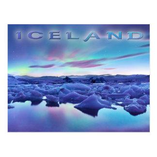 Aurora boreal sobre el lago Jokulsarlon, Islandia Tarjetas Postales