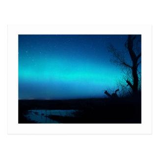 Aurora boreal y una charca postales