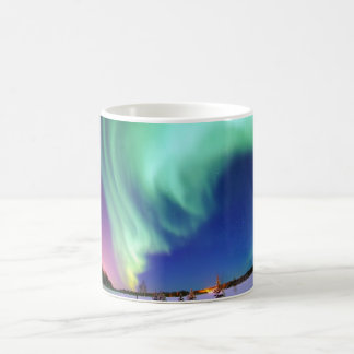 Aurora Borealis en Alaska Taza Básica Blanca