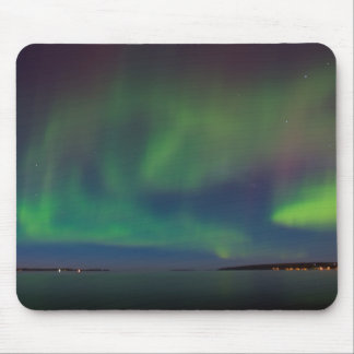 AURORA BOREALIS ON THE LAKE MOUSEPAD