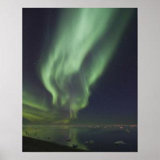 Aurora Borealis reflejado en el Océano ártico Póster