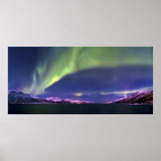 Aurora Borealis sobre Lyngenfjorden Noruega Póster